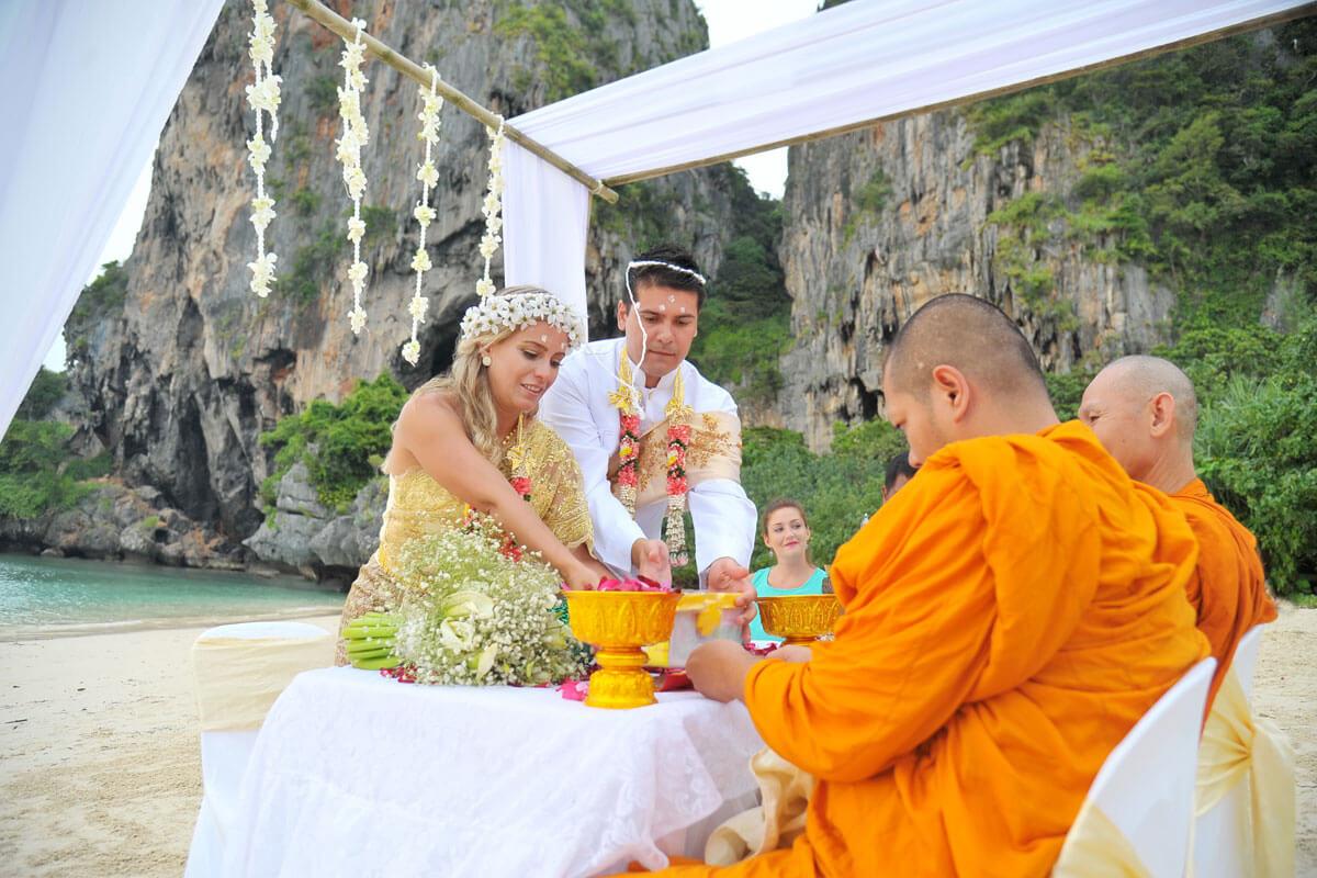 Matrimonio Budista : Ceremonia con bendición budista destino paquete