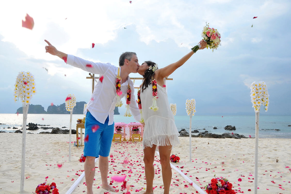 harsens island buddhist dating site Harsens island top 40 singers from katy perry to justin timberlake, you can find a wide range of singers topping the charts today now you find that same variety of top 40 singers available for private bookings in the harsens island, mi area.