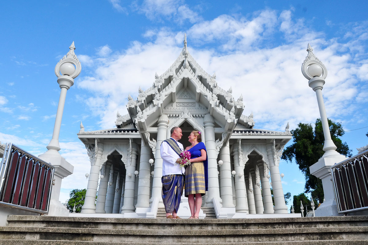 maroon town buddhist dating site Colombo, sri lanka (ap) — a hard-line buddhist monk from myanmar known for his anti-muslim stance said his movement would join hands with a like-minded sri l.