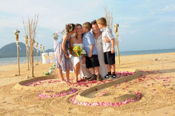 Nok Island Beach Marriage : Nikki + Andy