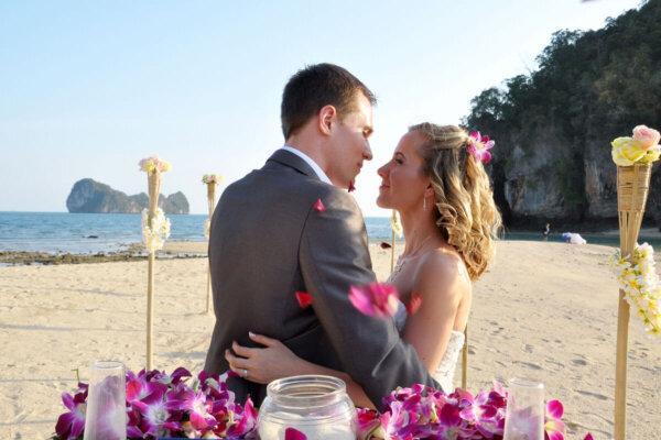 Pakbia Island Beach Marriage : Nikolett + Krisztian