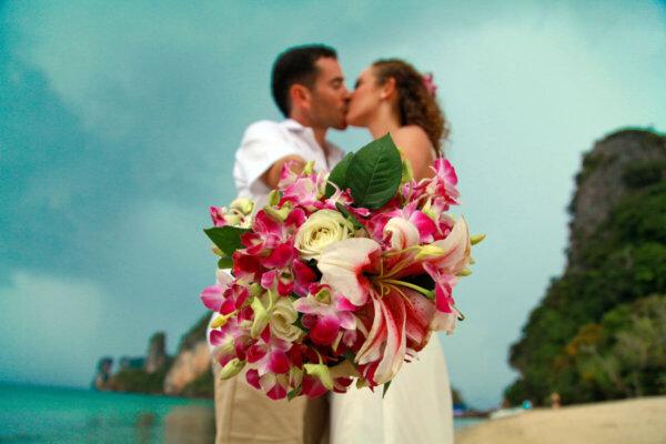 Pakbia Island Beach Marriage : Amy + Mariano