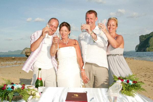 Rai Island Beach Marriage : Cherry + Jeffrey
